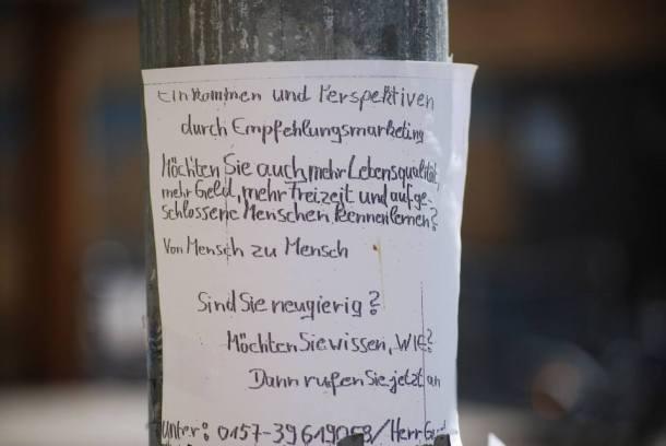 Merkwürdige Marketing-Schwurbeleien - aber immerhin handgeschrieben