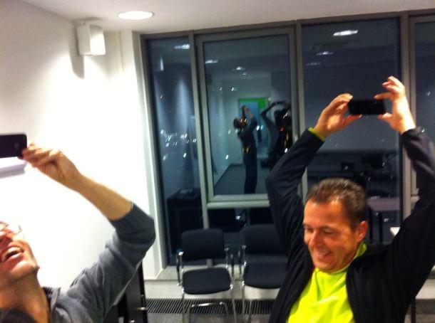 Dadaistische Performance von Gerhard Schröder und Hannes Schleeh beim Streamcamp
