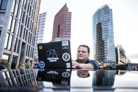 Der Computerexperte Peter Hecko am Potsdamer Platz.