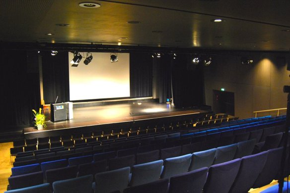NEO15 Bühne frei für die Mensch-Maschine-Disputation