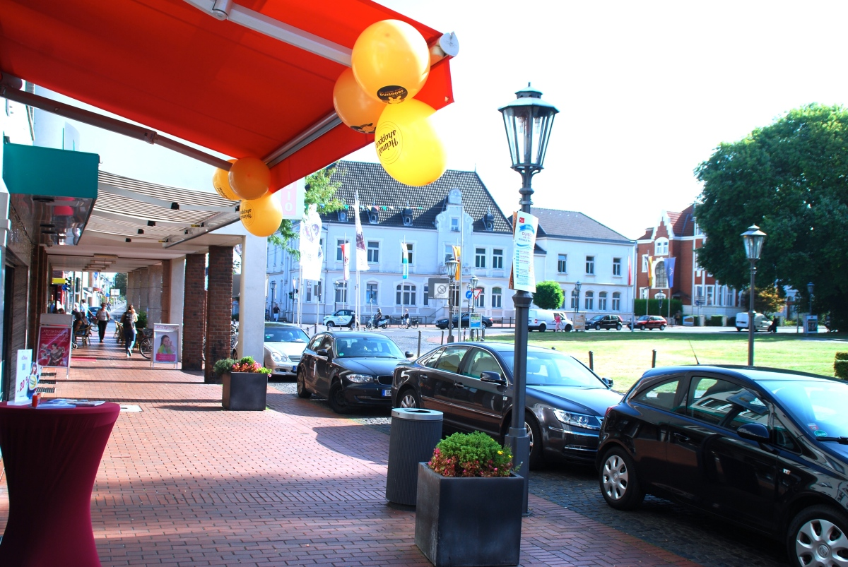 Einzelhandel in Deutschland: Blumenkübel-Romantik mit #Heimatshoppen Luftballons
